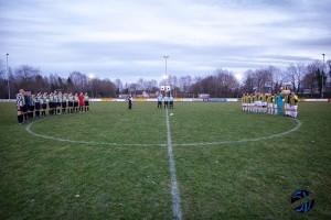 Voor de wedstrijd werd er één minuut stilgestaan bij het overlijden van Johan Cruijff.