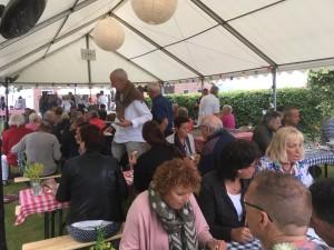 Met ruim 100 bezoekers was het evenement uitverkocht en zat de tent helemaal vol!